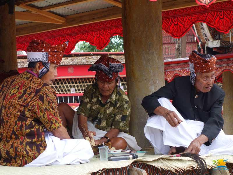 Tana Toraja Tour: Torajan Elders