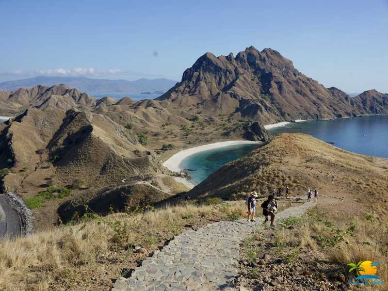 Padar Island Tour: Trekking Padar Island
