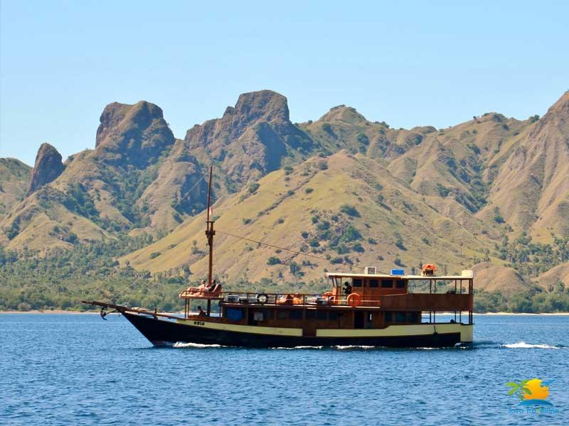 Rinca Island Tour: Komodo Sailing boat