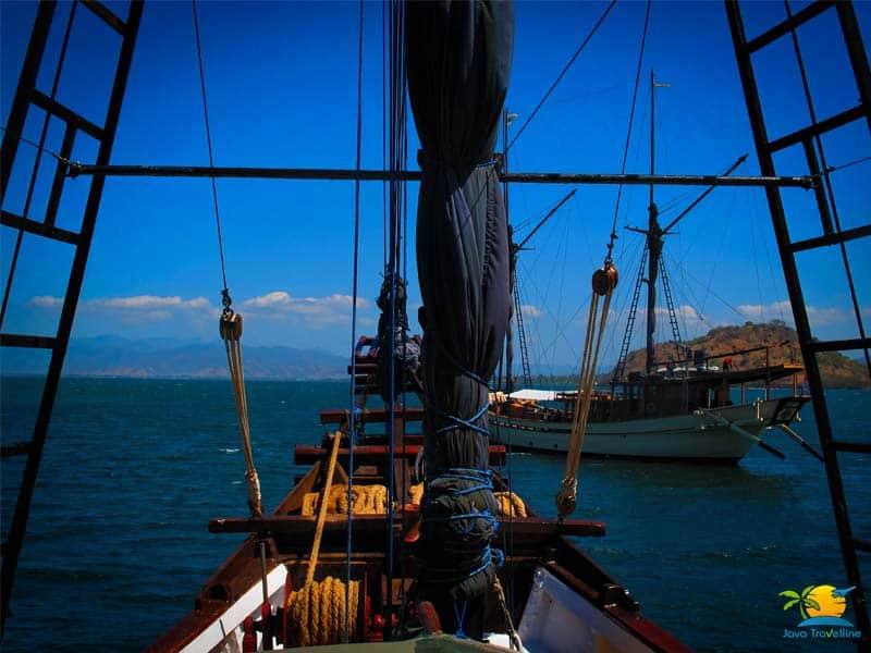 Sailing Komodo: Deck area