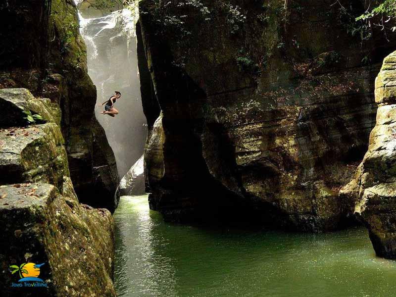 Things To Do In Komodo Island: Cunca Wulang Waterfall