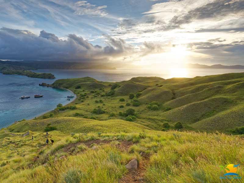 Komodo Island Honeymoon: Gili Lawa  green landscapes